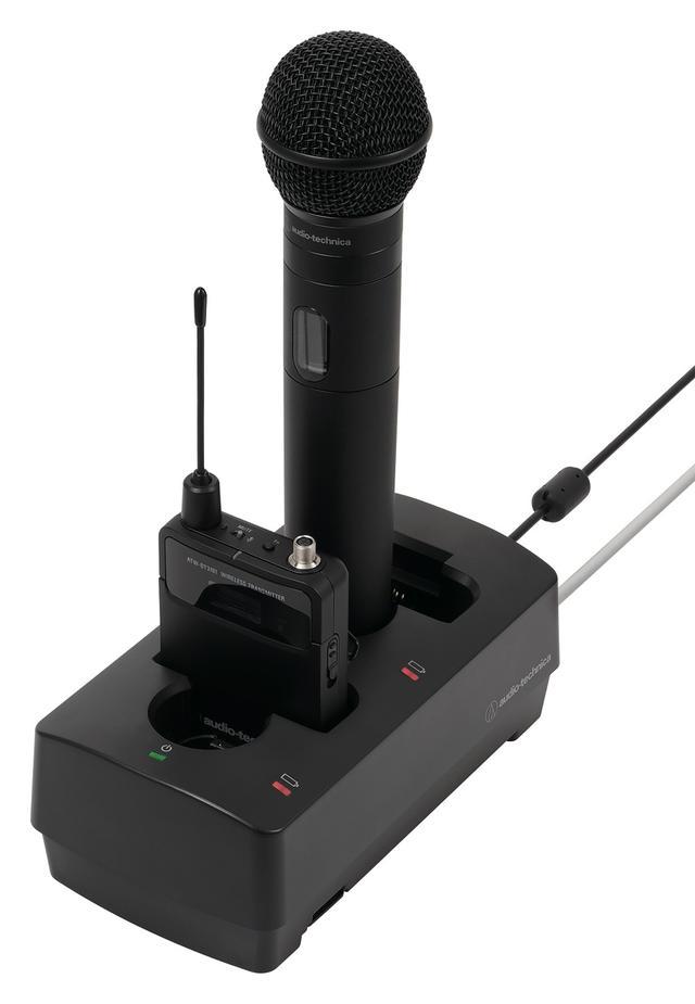 画像: 写真は充電状況をPCでも確認できるバッテリーチャージャー「ATW-CHG3/N」(ネットワーク無しのモデルあり)。最大5台まで連結可能。トランスミッターは、途中で電池容量が足りなくなりそうな場合、単3乾電池も使用できる