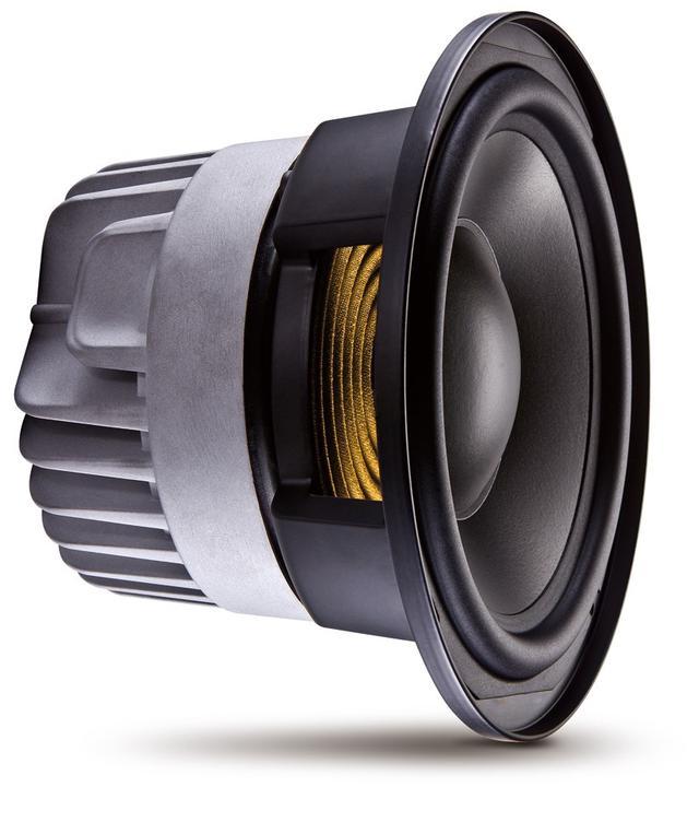 """画像: 「7 Series」のウーファーは、2つのボイスコイルで駆動する""""ディファレンシャルドライブ""""方式を採用。高出力と低歪率を両立している"""