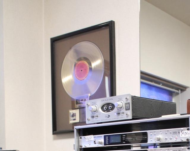 """画像: TOTOのアルバム""""FAHRENHEIT""""で、Gold Diskを獲得"""