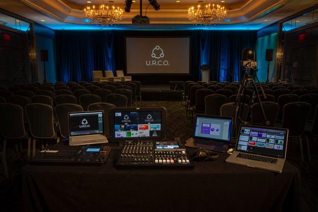 画像: 講演会や結婚式などのイベントでも、VR-50HD MK IIがあればワンマンでオペレーションすることが可能だ