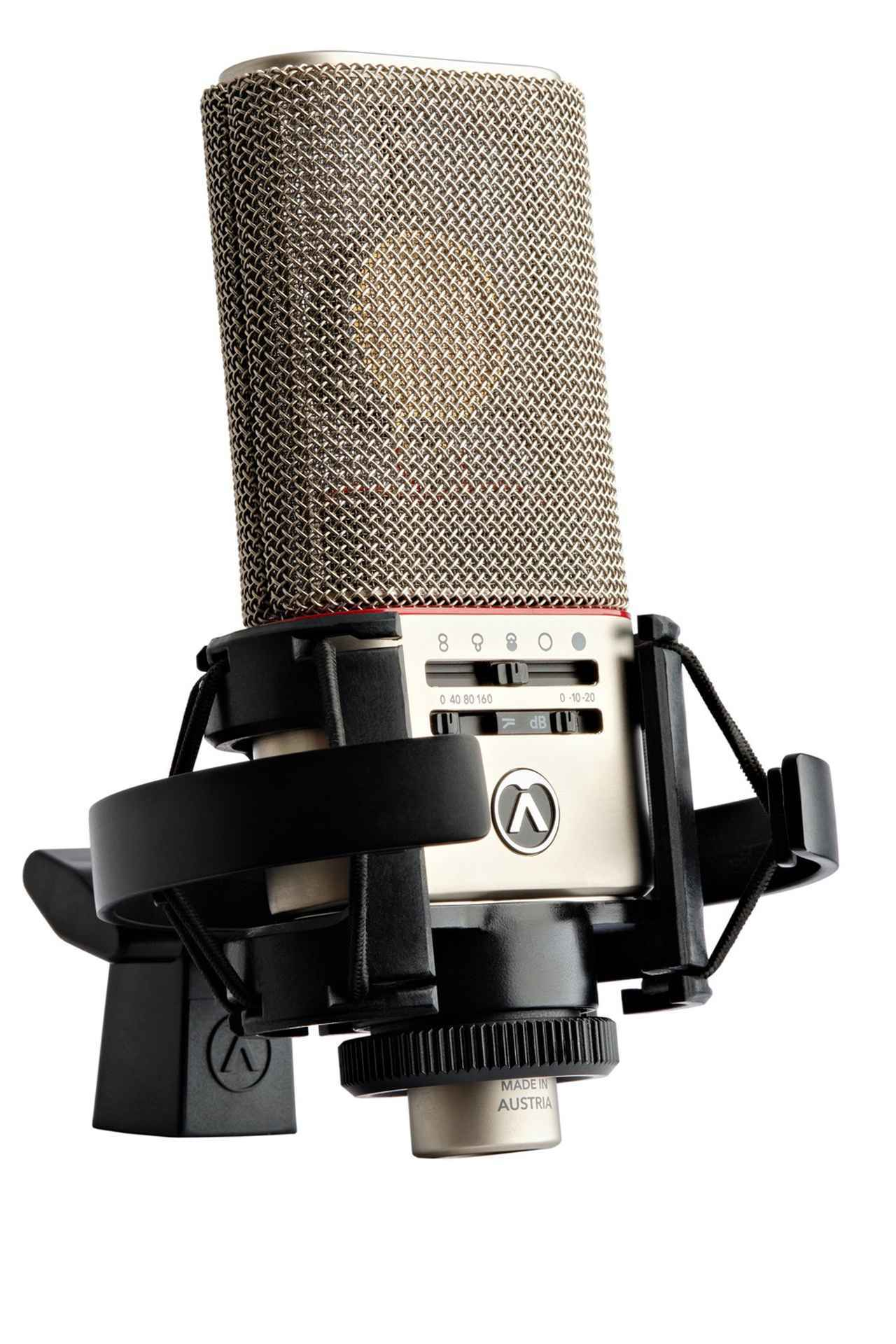 画像: 「Austrian Audio」初の製品、マルチ・パターンのコンデンサー・マイク「OC818」。セラミックを使用したオリジナル・カプセル「CKR12」を搭載。2枚備わったダイアフラムを電圧で制御することで、パターンを自由に変えることが可能。このコントロールは、スマートフォンを使って遠隔から行うことができる