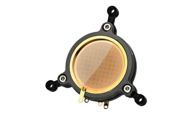 画像: 「Austrian Audio」のマイクロフォンの肝となるオリジナル・カプセル。リムの素材にセラミックを採用することで、湿度や温度など環境からの影響を受けにくく、経年劣化も少なくなっている。写真は「OC818」に採用されているカプセル「CKR12」