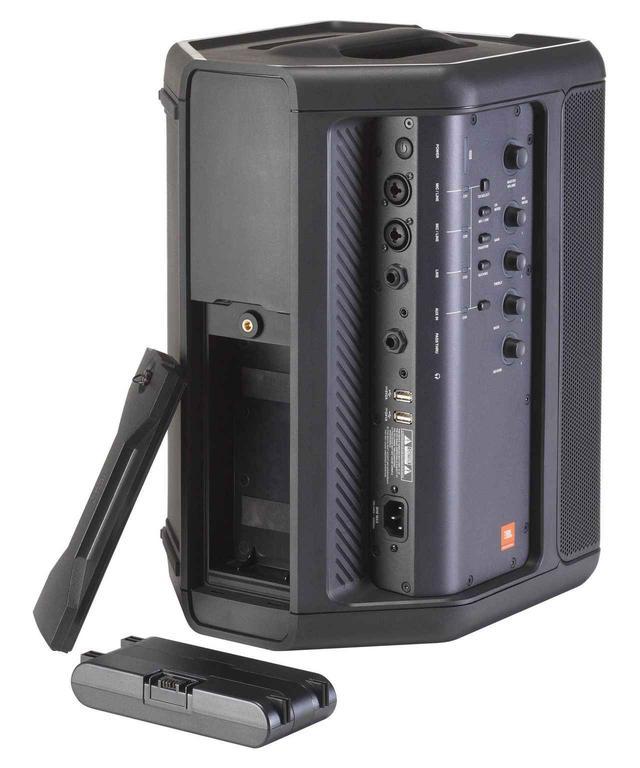 画像: 本格的な4ch ミキサーを内蔵。裏には簡単に交換できるリチウムイオン電池