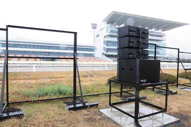 画像: 右スタンド席を狙う上手スピーカーシステム
