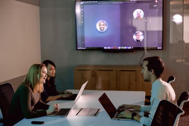 画像: 在宅勤務=リモートワークの普及に伴い、世界的に需要が高まっているのが遠隔会議システム
