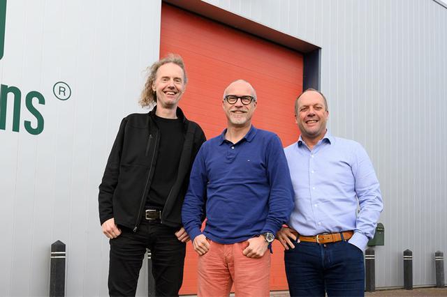 画像: 「Alcons Audio」の中心メンバー。写真中央が創業者のトム・バック(Tom Back)氏