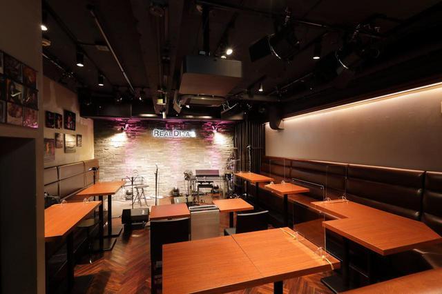"""画像: 東京・六本木のREAL DIVA'S。隠れ家的な雰囲気の中で、生演奏と豊富に取り揃えられたお酒、こだわりのフード・メニューを楽しむことができる""""Live Music Food & Bar""""だ。キャパシティは通常営業時は約30名とのこと"""