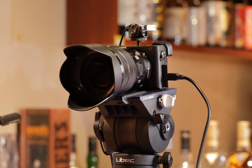画像: XDCAMの脇に設置されているソニー α6600