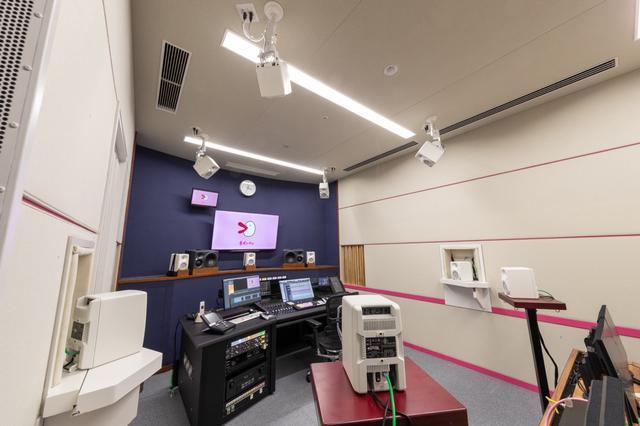 画像: メインのステレオ・スピーカーとしてKH 310、7.1.4chのイマーシブ・オーディオ対応モニターとしてKH 80 DSPが設置された関西テレビ放送の『MA2』。音響設計を担当した日本音響エンジニアリングの崎山安洋氏によれば、天井高に余裕があったため、各スピーカーは1.85メートルの等距離で球形配置できたとのこと