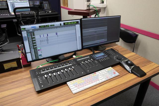 画像: 後方に設置された効果用のPro Tools