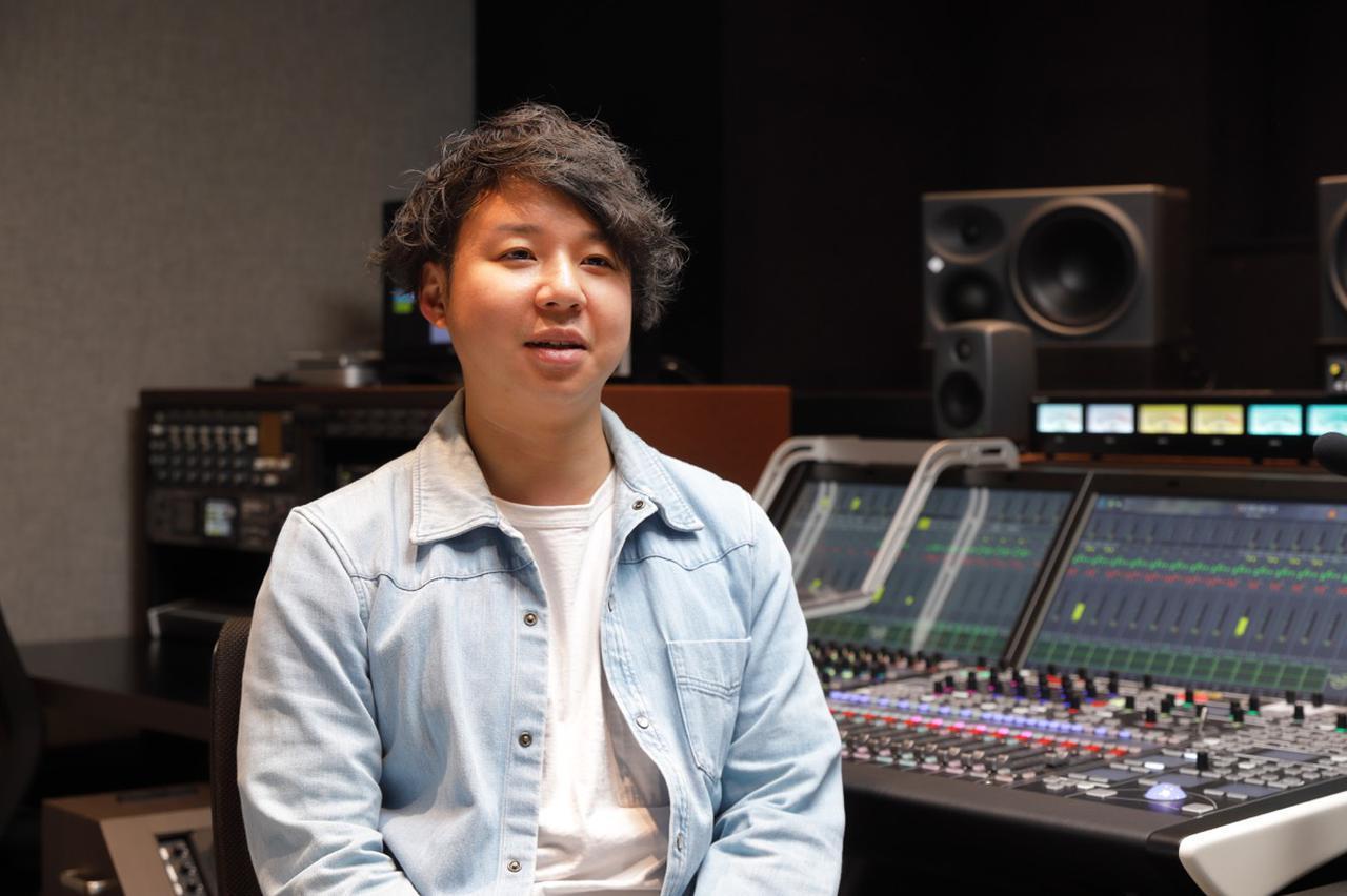 画像: 「KH」シリーズについて、仕事で使うリファレンス・スピーカーとして、良い意味でクセが無いのがいいと語る戸田氏