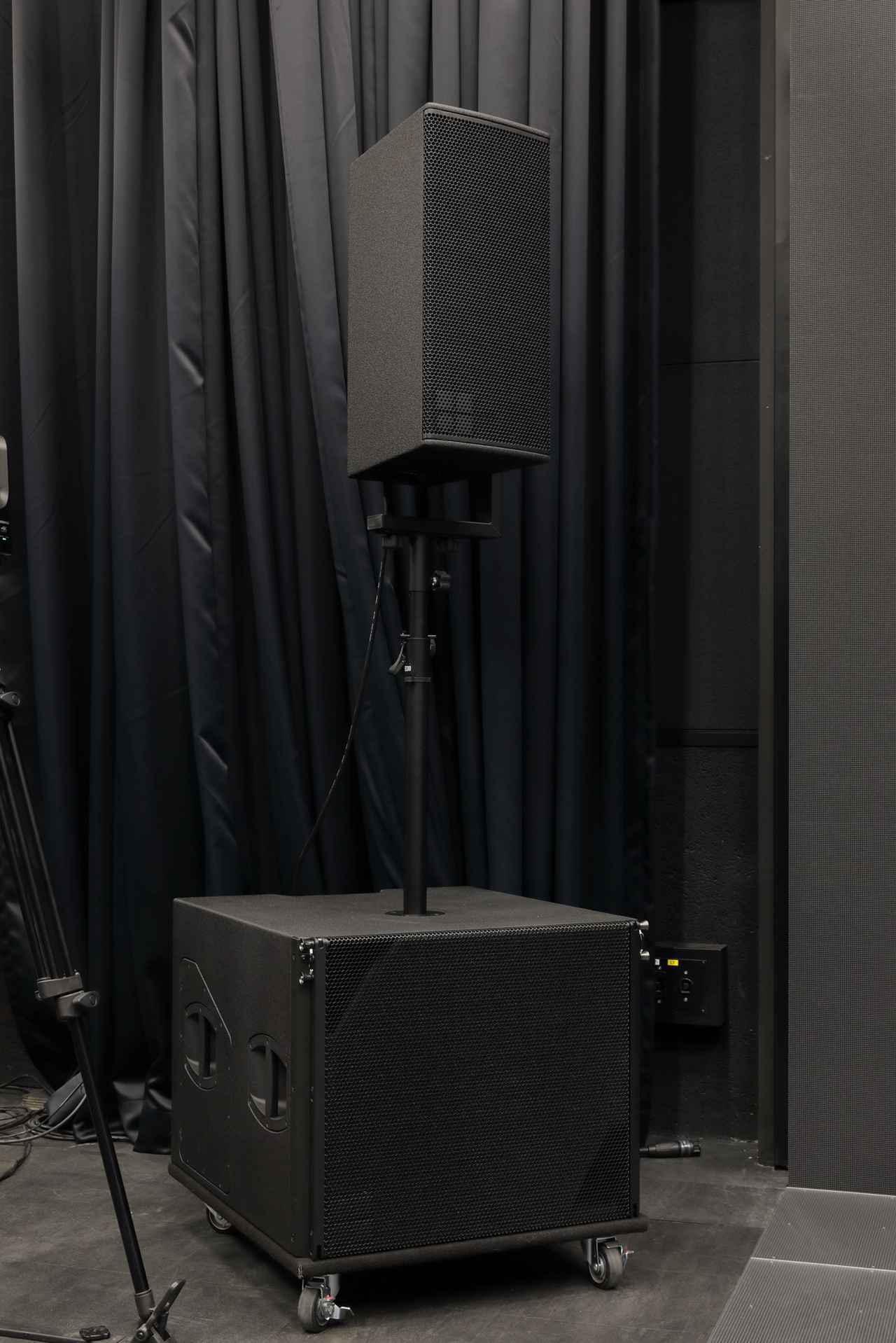 画像: 常設のスピーカーは、d&b audiotechnikのY7PとYsub