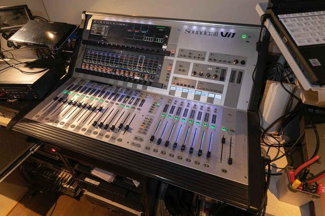 画像: ハウス・コンソールは、Soundcraft Vi1