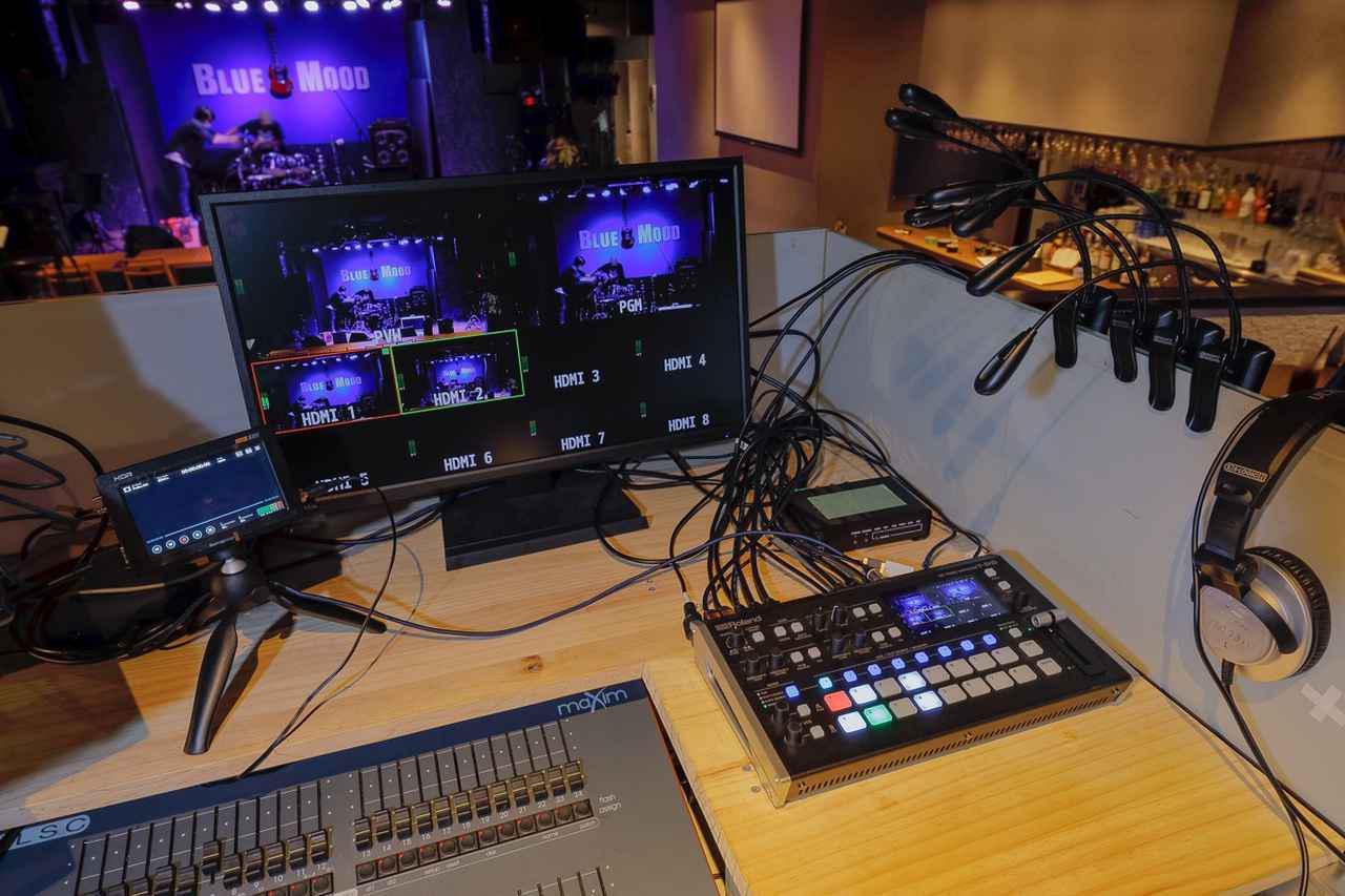 画像: PA卓の脇に設けられたライブ配信スペース
