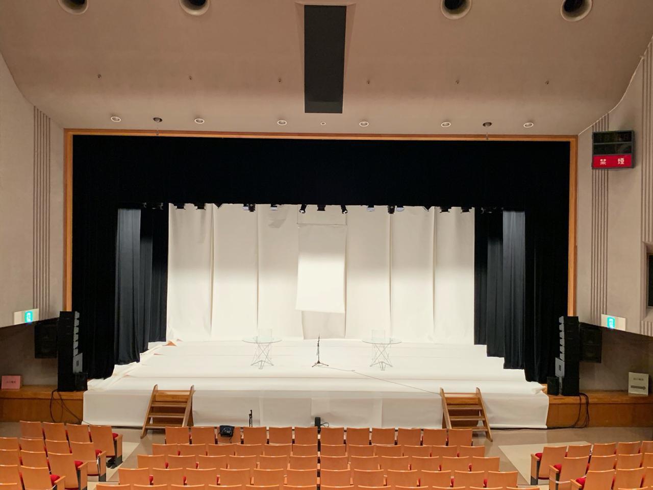 画像: LR7 システムデビューの場となった朗読劇の現場。500人くらいの少し大きめの会場だったため、6/2対向の構成で使用された