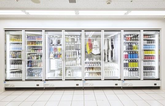 画像: 銀座ソニーパークのB1にオープン。外観はまさにコンビニだが、並んでいる商品はユニークなものがたくさん
