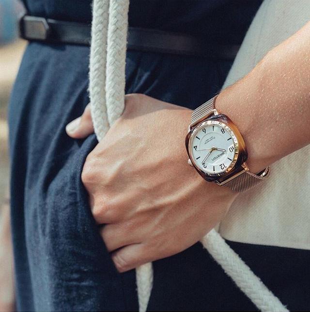 画像: 女性向けモデルのCHIC。価格は2万1600円からとお手ごろ。ベルトを自由に替えて雰囲気を楽しめる。