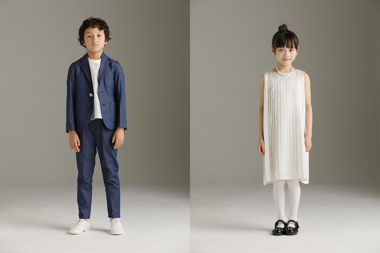画像: 男の子:やや光沢のあるインディゴセットアップは、個性を出したい方にオススメ。女の子:アーチ&ラインの定番プリーツドレス。前身頃と後身頃で色を変えているので、フロントスタイルとバックスタイルで印象が変わる一着。