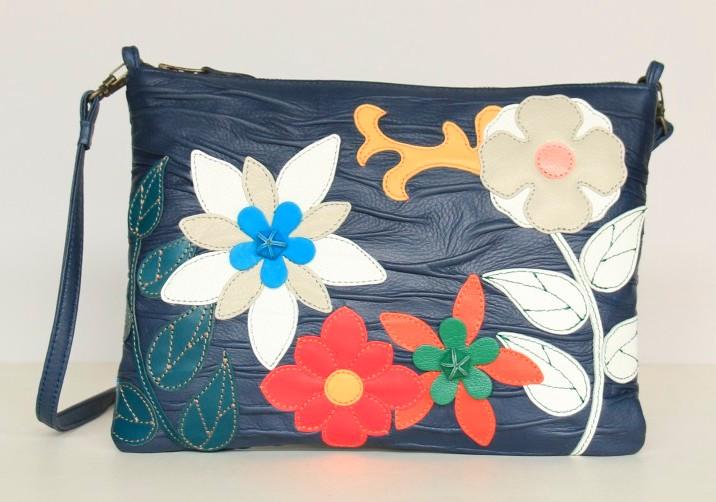 画像: 1「花の香り」 金沢文化服装学院 アパレル造形デザイン科2年 由岡ひかりさん