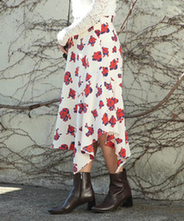 画像2: 最後はRay BEAMSのネオプリスカートたち。裾を大胆にジグザグカットしたプリントスカートは、歩くたびにきれいなドレープ感で女子力UPしそう。ウエストにグログランテープを貼ったモデルやTシャツをタックインして着てもおしゃれなデザイン。