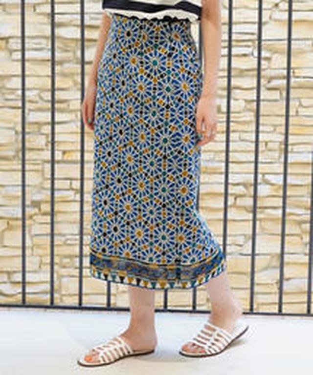画像1: TOMORROWLANDのネオプリスカートは、ロングスカートの裾のラインだけ別の柄になってたり、マーメイドスカートの裾のフレア部分だけがマルチプリントだったり、さり気ないネオプリ感が、おしゃれ。