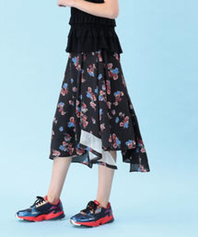 画像1: 最後はRay BEAMSのネオプリスカートたち。裾を大胆にジグザグカットしたプリントスカートは、歩くたびにきれいなドレープ感で女子力UPしそう。ウエストにグログランテープを貼ったモデルやTシャツをタックインして着てもおしゃれなデザイン。