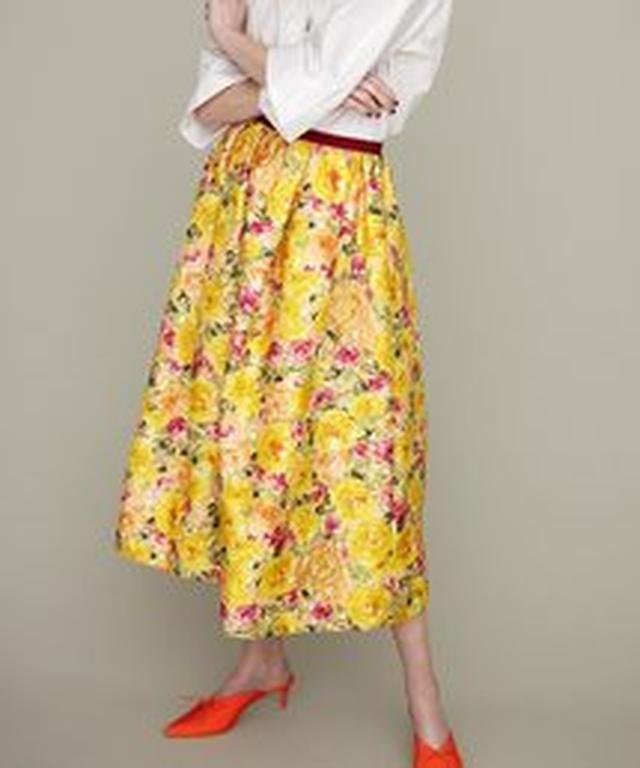 画像3: 最後はRay BEAMSのネオプリスカートたち。裾を大胆にジグザグカットしたプリントスカートは、歩くたびにきれいなドレープ感で女子力UPしそう。ウエストにグログランテープを貼ったモデルやTシャツをタックインして着てもおしゃれなデザイン。