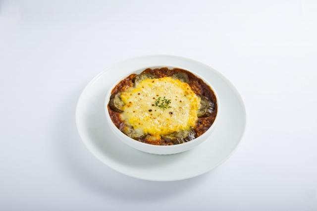画像: キャベツライスのミートドリア風・・・1,000円※ランチタイムは数量限定で提供 キャベツライスをお米の代わりに使ったドリア風です。キャベツライスに、ミートソース、豆や雑穀を混ぜ合わせて、なすと卵、チーズをのせて焼き上げました。
