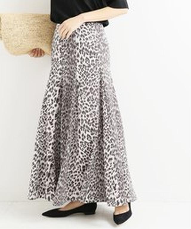 画像1: アニマル柄をあえて、マキシ目のスカートで履きこなすのが今年らしさ。きれいなフォルムや上品な素材なら、アニマル柄のロングでも、すごーくリアルなおしゃれになるから試してみて。