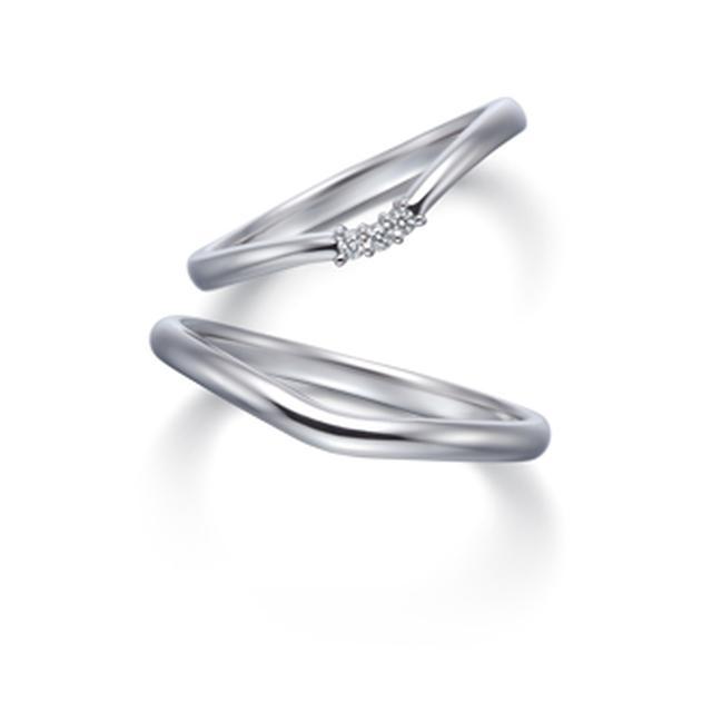 画像: 【Mimoria (ミモリア)】 センターダイヤモンド:0.18ct 素材:Pt950 幅:2.0mm メレ数:14石 価格(税込):237,600円