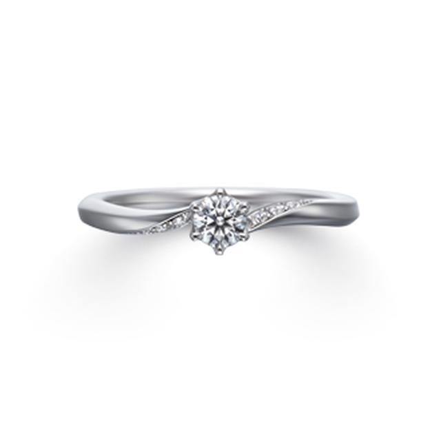 画像: 【Flanery (フラネリー)】 センターダイヤモンド:0.18ct 素材:Pt950 幅:1.8mm メレ数:8石 価格(税込):213,840円