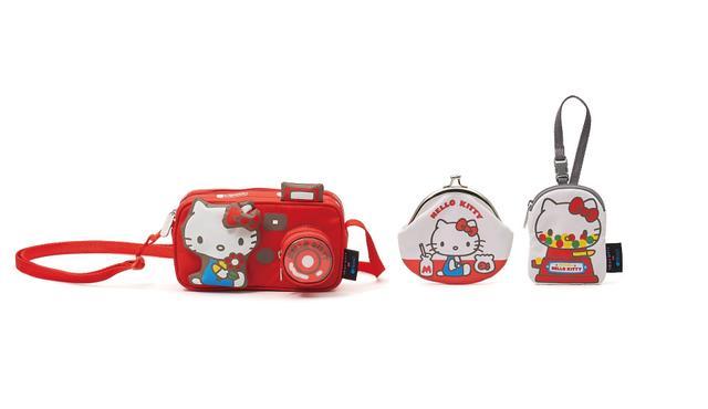 画像: カメラ型のミニバッグや懐かしいがまぐちなどのミニポーチも展開。