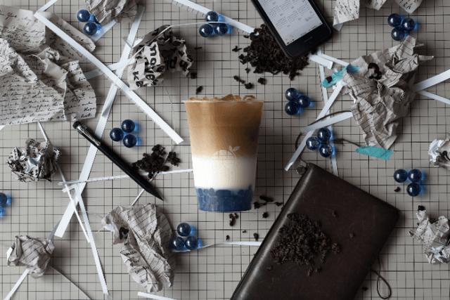 画像: 烏龍茶+牛乳+ブルータピオカ ¥680(税込)