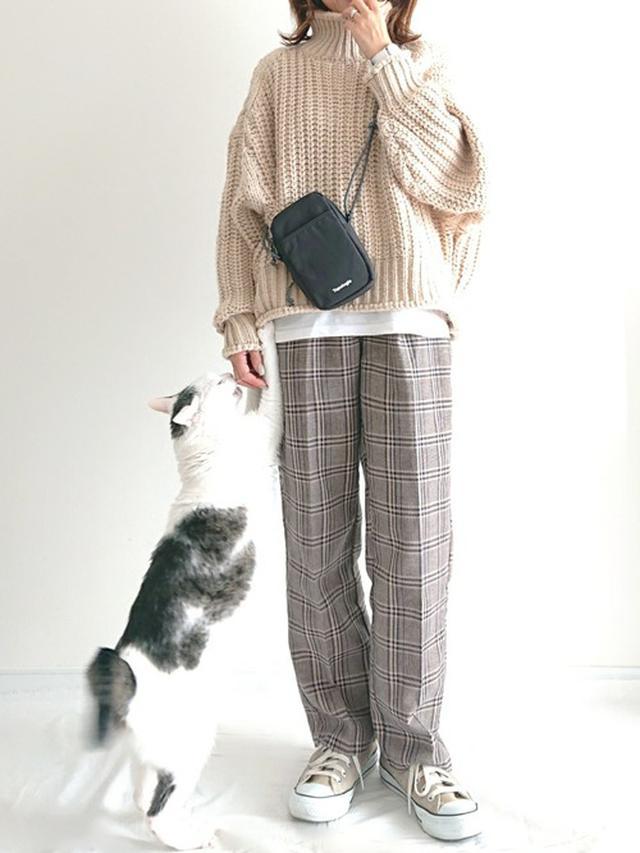 画像: 【H&M】リブニットタートルネックセーター 【kutir】チノパンツ 2,995円(税込)