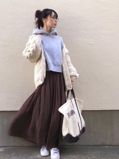 画像: ボリュームスカートでフェミニンに