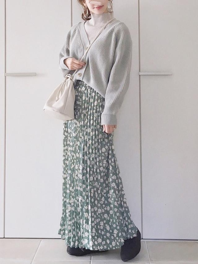画像: ボリュームカーデ×花柄スカート