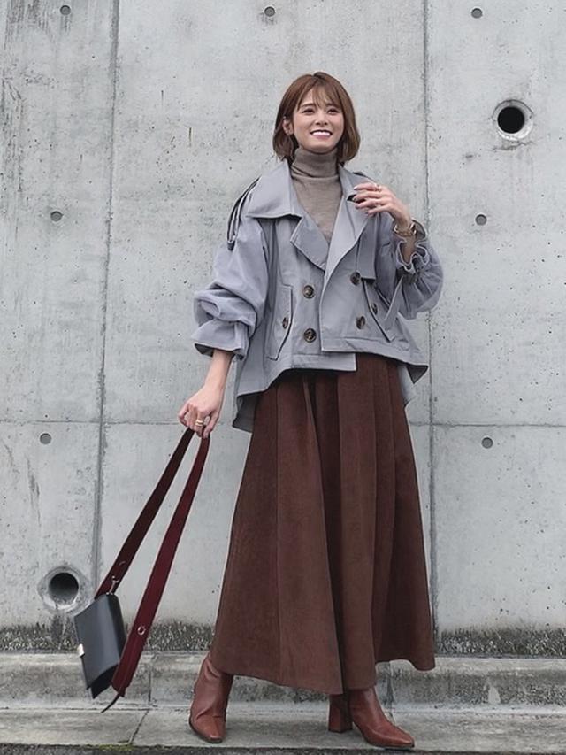 画像: スカートに合わせやすいショート丈