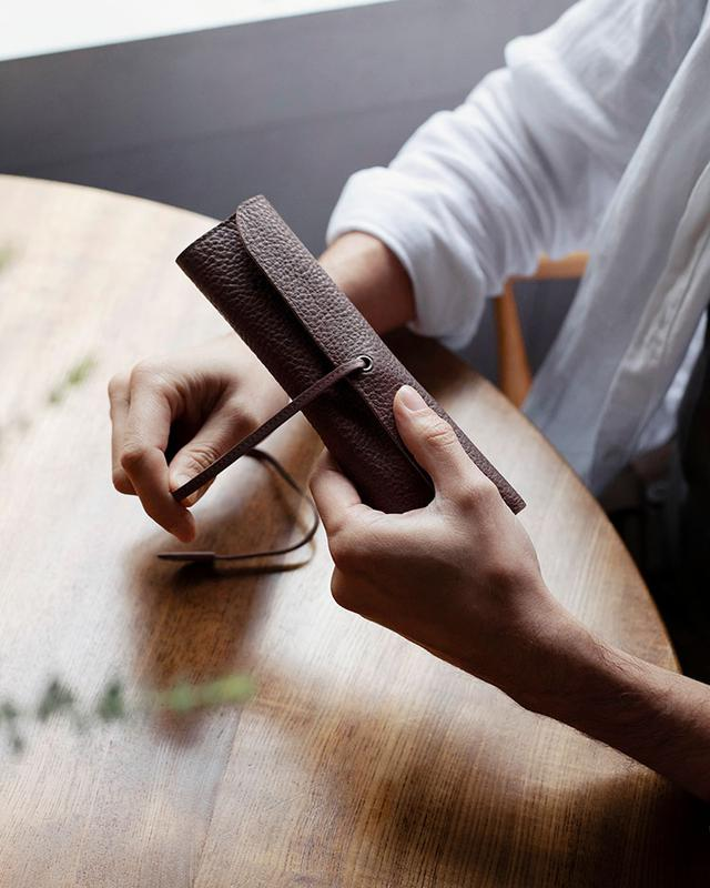 画像1: 贅沢な革製ステーショナリーで、仕事机を優雅な空間に