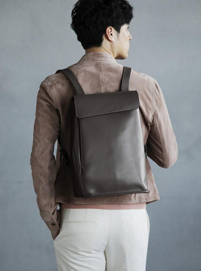 画像5: デザインのポイントは、 しなやかな革が生み出す「タックポケット」