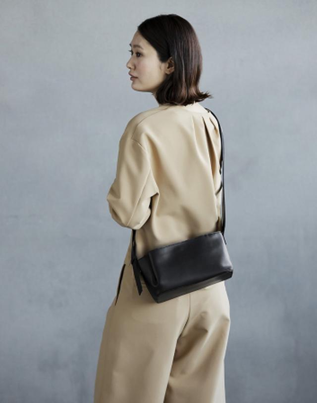 画像4: デザインのポイントは、 しなやかな革が生み出す「タックポケット」