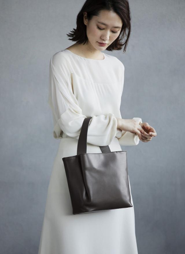 画像2: デザインのポイントは、 しなやかな革が生み出す「タックポケット」