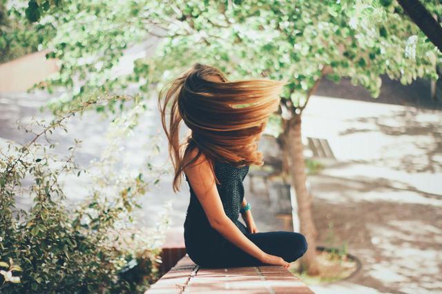 画像: 梅雨のくせ毛&うねり対策に使いたい美髪をつくるヘアオイルたち