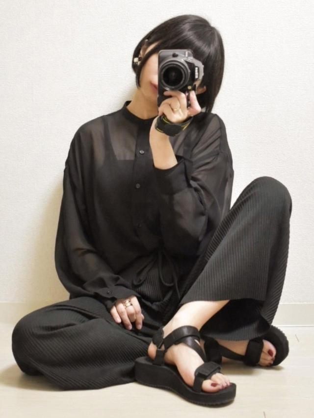 画像: Happy Johnシャツ・ブラウス 3,960円(税込)RETRO GIRLパンツ2,090円(税込)GUスポーツサンダル2,189円(税込)