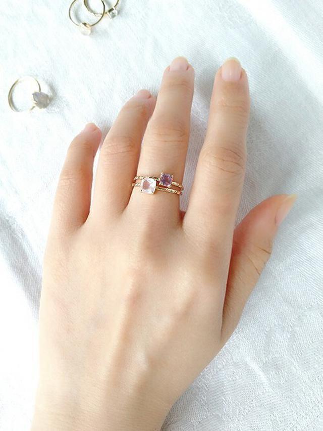 画像: 指先キレイ♡盛りリングで魅せる大人女子の重ねづけコーデ