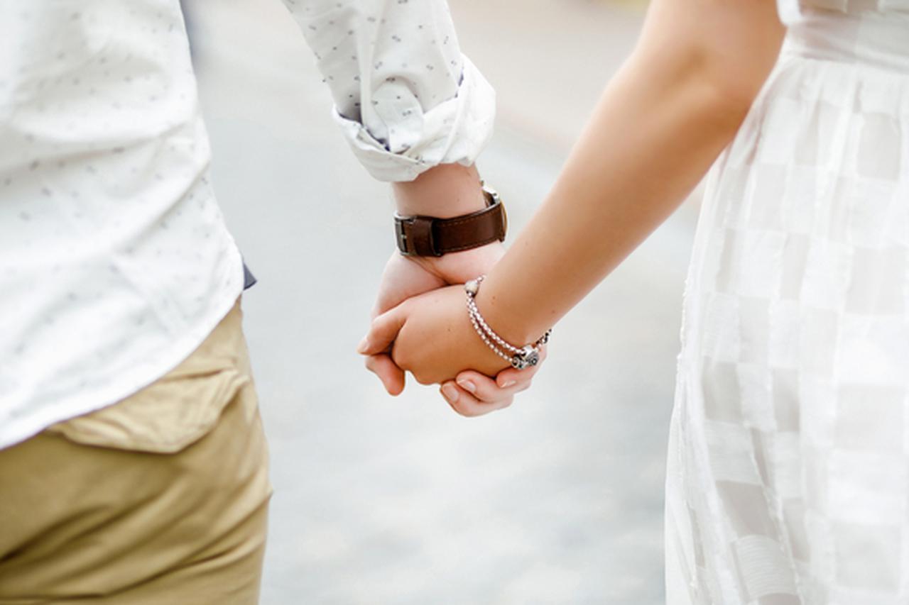 画像: デートの時は手を繋ごう