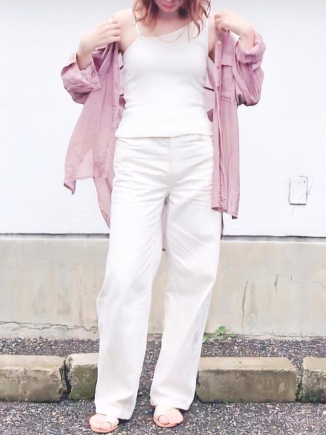 画像: 【ユニクロ】ワイドフィットカーブジーンズ1,290円(税別・セール価格・オンライン特別商品)【tiptop】シアーBIGシャツ 2,959円(税込・セール価格)