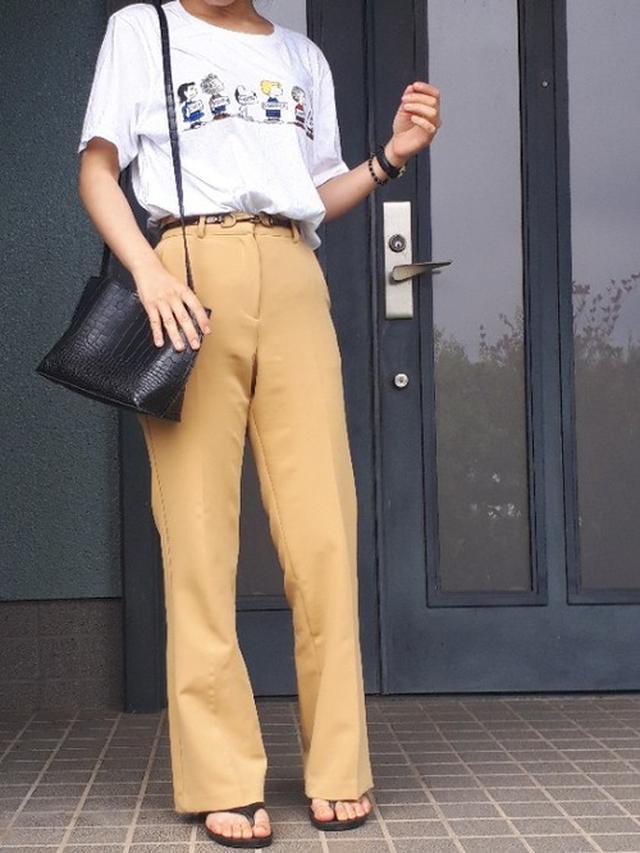 画像: 【UNIQLO】半袖Tシャツ1,089円(税込)【UNEMANSION】スラックス9,020円(税込)