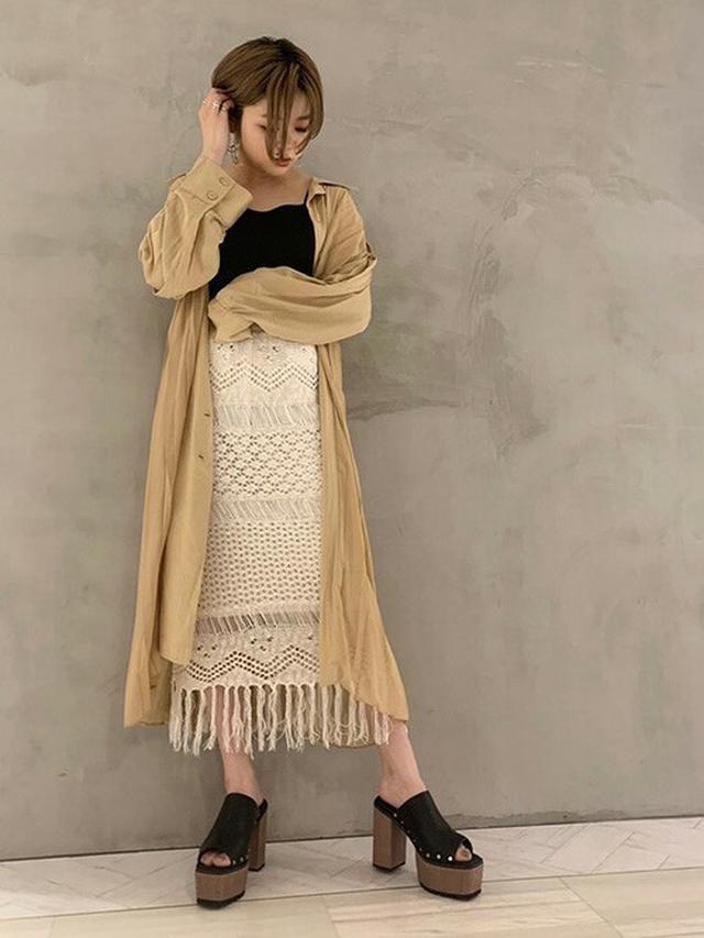 画像4: 今買って秋まで使える!「ロングシャツ」のおしゃれ見えコーデ4選