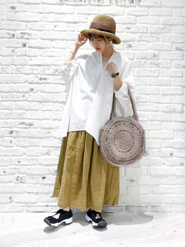 画像: 【Samansa Mos2】スキッパーボリュームチュニック 2,633円(税込・セール価格)【TUHARU by Samansa Mos2】ドビードットウエストフリルスカート 8,791円(税込・セール価格)