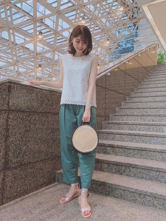画像: 《8/18の服装》グリーンのパンツでも浮かない!派手アイテムの着こなし方